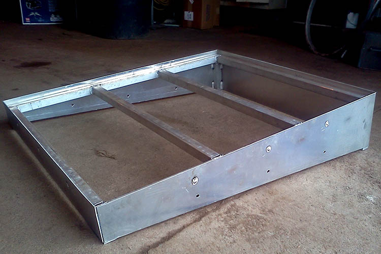 specialty use sloped aluminum pallet