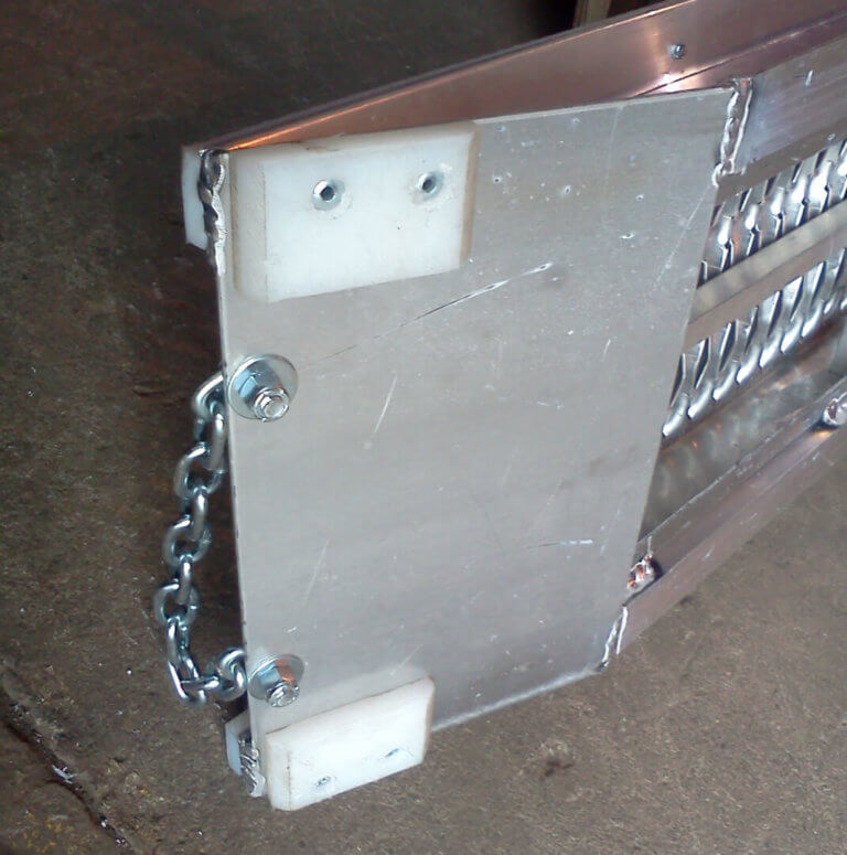 bottom pad and handle